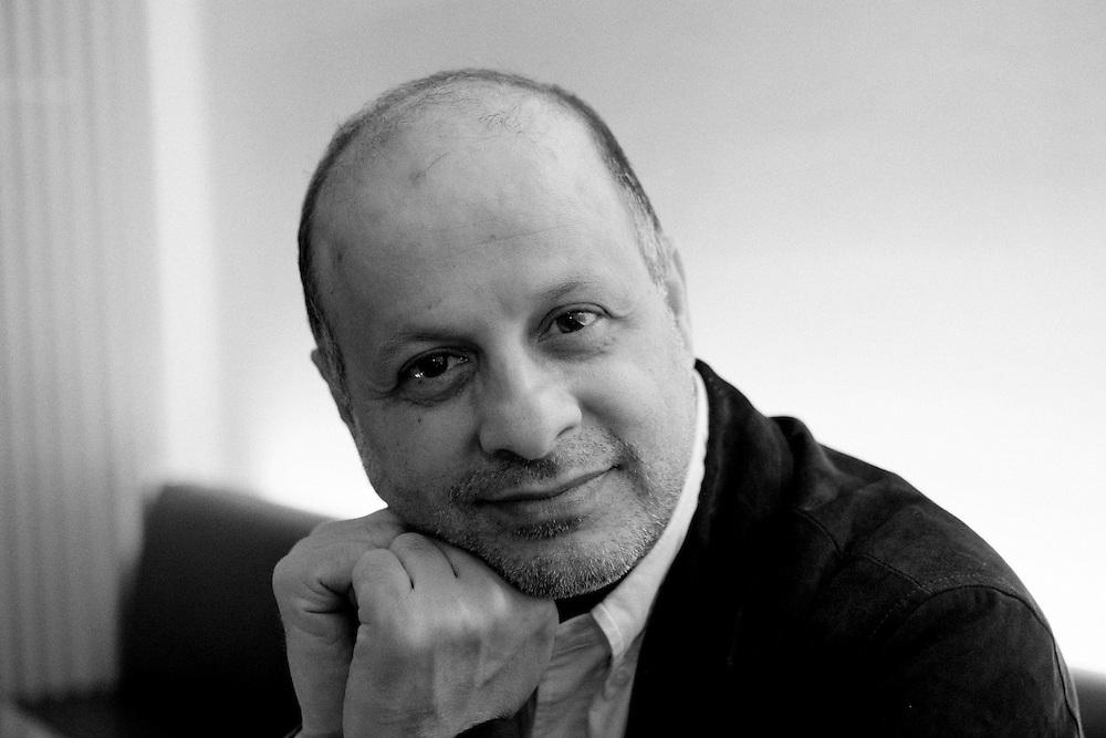 Germany - Deutschland - IRAN - Portrait AKBAR GANDJI, ist ein iranischer Journalist, Schriftsteller, Soziologe und momentan der bekannteste Regimekritiker des Iran; AKBAR GANJI, iranian writer, sociologist, dissident; Berlin, 27.11.2009; copyright > Christian Jungeblodt