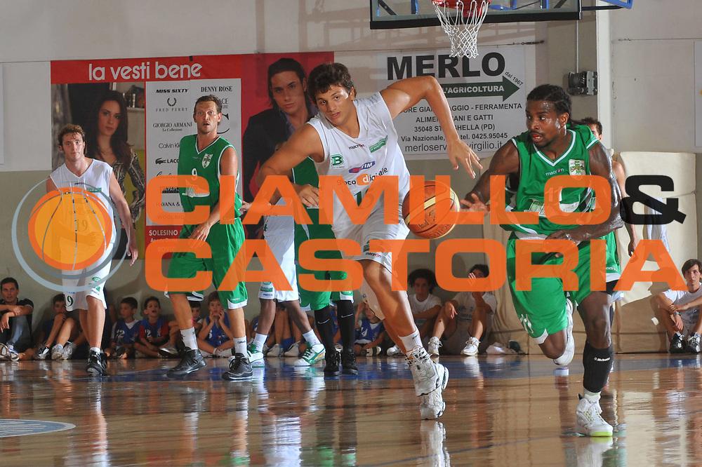 DESCRIZIONE : Solesino Padova Lega A 2009-10 Trofeo Solesino Amichevole Benetton Treviso Air Avellino<br /> GIOCATORE : Dee Brown<br /> SQUADRA :Air Avellino<br /> EVENTO : Campionato Lega A 2009-2010 <br /> GARA : Benetton Treviso Air Avellino<br /> DATA : 02/09/2009<br /> CATEGORIA :  Palleggio Contropiede<br /> SPORT : Pallacanestro <br /> AUTORE : Agenzia Ciamillo-Castoria/M.Gregolin<br /> Galleria : Lega Basket A 2009-2010 <br /> Fotonotizia :Solesino Padova Lega A 2009-10 Trofeo Solesino Amichevole Benetton Treviso Air Avellino<br /> Predefinita :