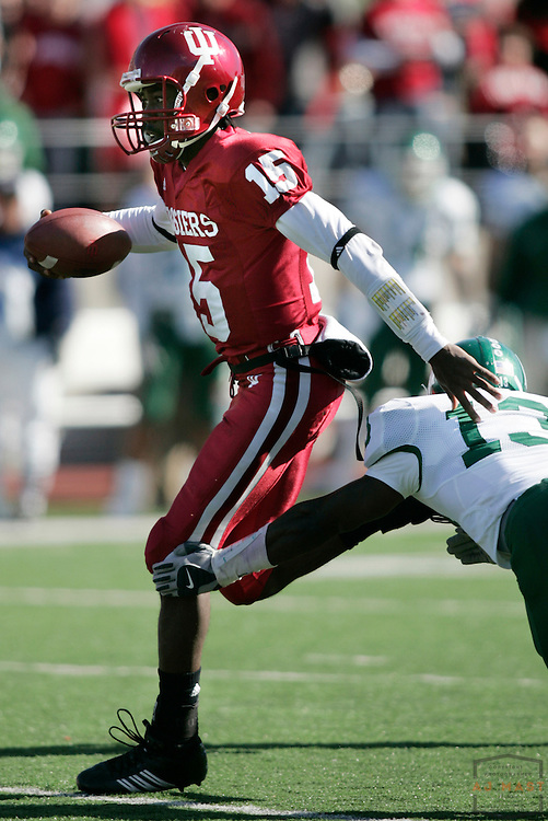 28 October 2006: Indiana quarterback Kellen Lewis (15) as the Indiana Hoosiers beat the the Michigan State Spartans 46-21 in college football in Bloomington, Ind.