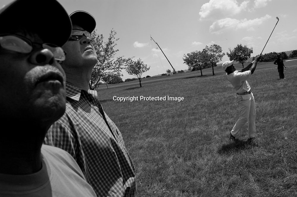Fans watch James Kamte as he competes near the top of the leader board during the 2006 Telkom PGA Championship.