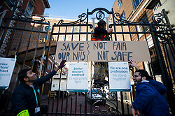 © Licensed to London News Pictures. 12/01/2016. London, UK. Junior doctors hang a sign from the hospital gates on the Picket line at St Mary's Hospital in Paddington, West London. Thousand of doctors across England have gone on strike in a dispute with the government over a new contract. Photo credit: Ben Cawthra/LNP