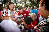 Willem II Open dag - Koningsdag 2015 - Supporters, spelerspresentatie, handtekeningen, actracties, kinderen, jonge supporters, springkussens<br /> <br /> Jordy Vleugels van Willem II deelt handtekeningen uit<br /> <br /> foto: Geert van Erven