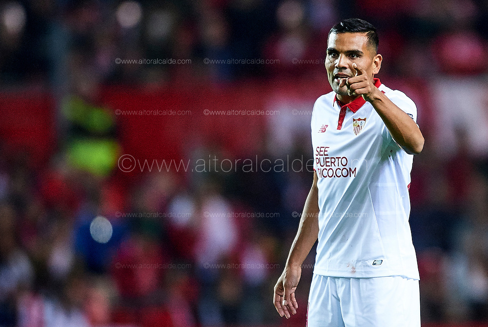 SEVILLE, SPAIN - NOVEMBER 26:  Gabriel Mercado of Sevilla FC reacts during the La Liga match between Sevilla FC and Valencia CF at Estadio Ramon Sanchez Pizjuan on November 26, 2016 in Seville, Spain.  (Photo by Aitor Alcalde Colomer/Getty Images)