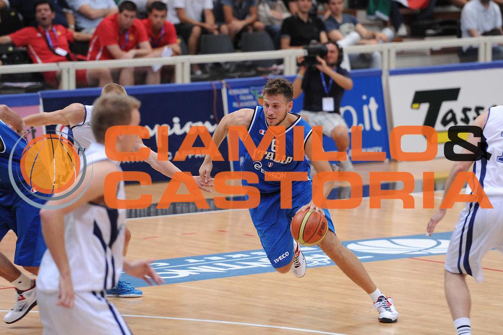 DESCRIZIONE : Trento Primo Trentino Basket Cup Finlandia Italia<br /> GIOCATORE : stefano mancinelli<br /> CATEGORIA : palleggio<br /> SQUADRA : Finlandia Nazionale Italia Maschile <br /> EVENTO :  Trento Primo Trentino Basket Cup<br /> GARA : Finlandia Italia<br /> DATA : 25/07/2012<br /> SPORT : Pallacanestro<br /> AUTORE : Agenzia Ciamillo-Castoria/C.De Massis<br /> Galleria : FIP Nazionali 2012<br /> Fotonotizia : Trento Primo Trentino Basket Cup Finlandia Finlandia<br /> Predefinita :