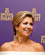 Koningin Maxima is aanwezig bij de opening van het nieuwe seizoen van het Koninklijk Concertgebouworkest.<br /> <br /> Queen Maxima is present at the opening of the new season of the Royal Concertgebouworkest.<br /> <br /> Op de foto / On the photo:  Koningin Maxima na afloop in het Koninklijk Concertgebouworkest