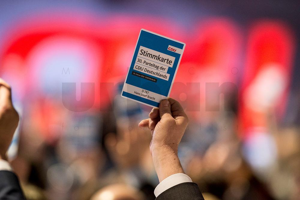 26 FEB 2018, BERLIN/GERMANY:<br /> Stimmkarten waehrend einer Abstimmung, CDU Bundesparteitag, Station Berlin<br /> IMAGE: 20180226-01-148<br /> KEYWORDS: Party Congress, Parteitag