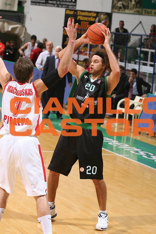 DESCRIZIONE : Siena Eurolega 2007-08 Montepaschi Siena Olimpiacos Piraeus <br /> GIOCATORE : Shaun Stonerook <br /> SQUADRA : Montepaschi Siena <br /> EVENTO : Eurolega 2007-2008 <br /> GARA : Montepaschi Siena Olimpiacos Piraeus <br /> DATA : 05/12/2007 <br /> CATEGORIA : Passaggio <br /> SPORT : Pallacanestro <br /> AUTORE : Agenzia Ciamillo-Castoria/G.Ciamillo
