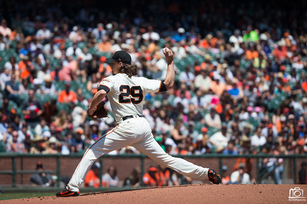 San Francisco Giants starting pitcher Jeff Samardzija (29) pitches against the Arizona Diamondbacks at AT&T Park in San Francisco, California, on August 6, 2017. (Stan Olszewski/Special to S.F. Examiner)