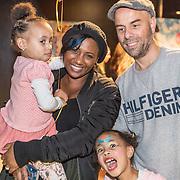 NLD/Amsterdam/20161126 - Studio 100 Winterfestival, Edsilia Rombley en dochter Imaani, Aisa-Lyn en partner Tjeerd Oosterhuis