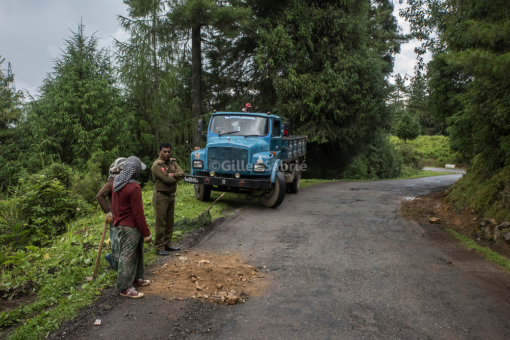 For a story by Steven Lee Myers, Bhutan<br /> Haa, Bhutan, August 3rd, 2017<br /> An Indian army officer looking as Indian workers repair a road in the border region between Bhutan and China. Through the Dantak project, the Indian Army is in charge of the construction and maintenance of the road network in the border regions between Bhutan and China.<br /> Gilles Sabri&eacute; pour The New York Times