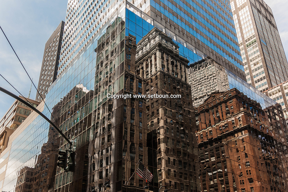 New York - Madison avenue, and 42nd street. mirror reflection on a building. in the back ground   United States  / tMadisson avenue New York Manhattan - Etats unis