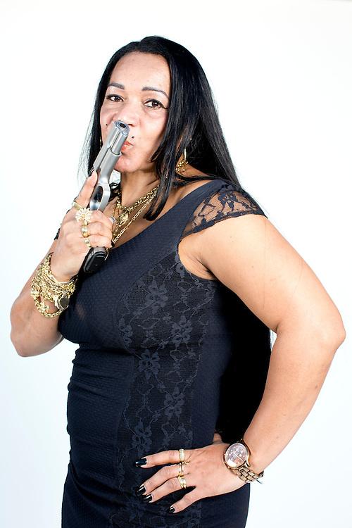 Belo Horizonte_MG, Brasil.<br /> <br /> Na foto a Delegada Rosely Abaeta. Ela virou noticia por ter reagido a um assalto e atirado em um bandido e utilizou a frase nas redes sociais: Bateu de frente comigo e tiro, porrada e bomba.<br /> <br /> Photo of delegated Rosely Baeta. She became famous when responding to a robbery and shot the bandit.<br /> <br /> Foto:  RODRIGO LIMA / NITRO