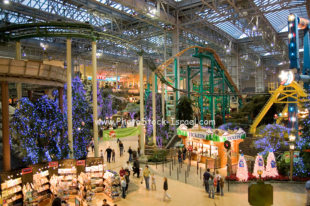 """Minnesota USA, Minneapolis, """"Mall of America"""" pre Christmas shopping in the the largest indoor mall in the U.S November"""