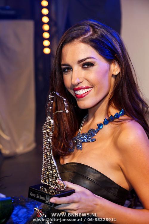 NLD/Amsterdam/20121112 - Beau Monde Awards 2012, Yolanthe Sneijder - Cabau van Kasbergen met prijs