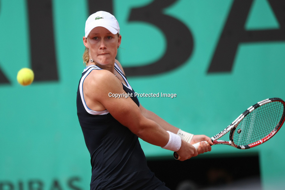 Samantha Stosur (AUS) - Roland Garros 2010 - 31.05.2010 - J9 - WTA - Femme Femmes Feminin Feminine - Dame Dames - Tennis - Internationaux de France- RG2010 RG 2010 - largeur action revers