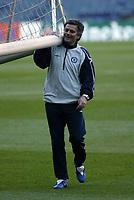 Photo: Chris Ratcliffe.<br />Chelsea Training Session. UEFA Champions League. 06/03/2006. <br />Chelsea's Jose Mourinho moves the goal posts.