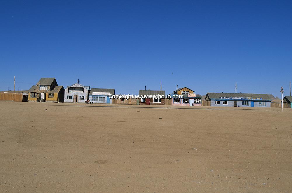 Mongolia. GANZ. SMALL RESTAURANTS ON THE ROAD TO AVRAKAER  OVOKHANGAI PROVINCE       /  PETITS RESTAURANTS SUR LA ROUTE DE AVRAKAER  OVOKHANGAI PROVINCE  Mongolie