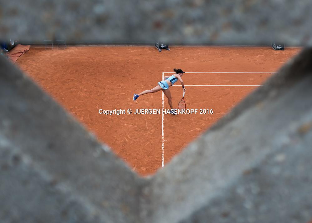 Tatjana Maria (GER), Blick von oben,Platz 2,<br /> <br /> Tennis - French Open 2016 - Grand Slam ITF / ATP / WTA -  Roland Garros - Paris -  - France  - 26 May 2016.