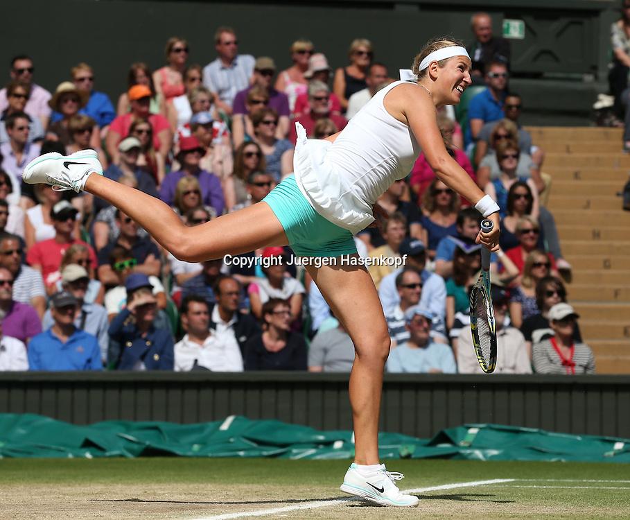 Wimbledon Championships 2012 AELTC,London,.ITF Grand Slam Tennis Tournament, Damen Semi Finale, Victoria Azarenka (BLR), Aktion,Aufschlag,Service,.Einzelbild,Ganzkoerper,Hochformat,.