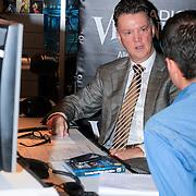 NLD/Naarden/20121210 - Louie van Gaal rijkt Gouden plaat uit aan Erik de Zwart , Louie van Gaal te gast bij Radio Veronica