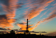 France. Paris cityscape at sunset. the Eiffel tower and  Alexandre III 3 bridge /  la tour eiffel et le Pont Alexandre III .