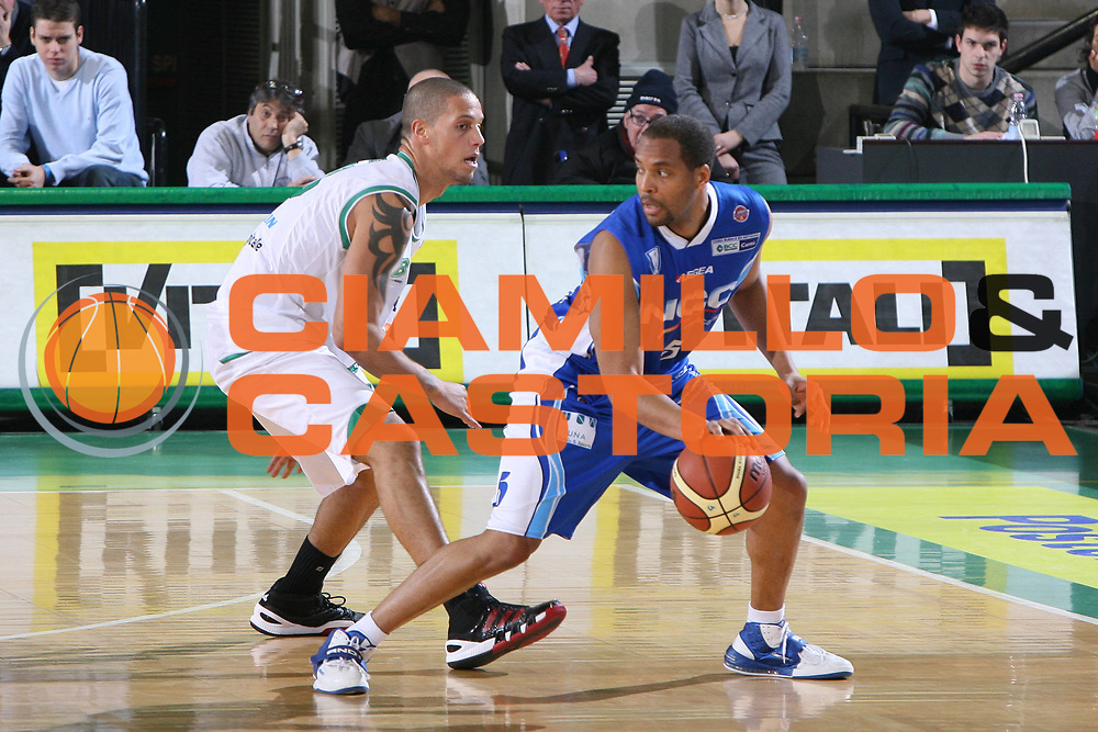 DESCRIZIONE : Treviso Lega A 2009-10 Basket Benetton Treviso NGC Medical Cantu<br /> GIOCATORE : Jerry Green<br /> SQUADRA : NGC Medical Cantu<br /> EVENTO : Campionato Lega A 2009-2010<br /> GARA : Benetton Treviso NGC Medical Cantu<br /> DATA : 30/01/2010<br /> CATEGORIA : Palleggio<br /> SPORT : Pallacanestro<br /> AUTORE : Agenzia Ciamillo-Castoria/G.Contessa<br /> Galleria : Lega Basket A 2009-2010 <br /> Fotonotizia : Treviso Campionato Italiano Lega A 2009-2010 Benetton Treviso NGC Medical Cantu<br /> Predefinita :