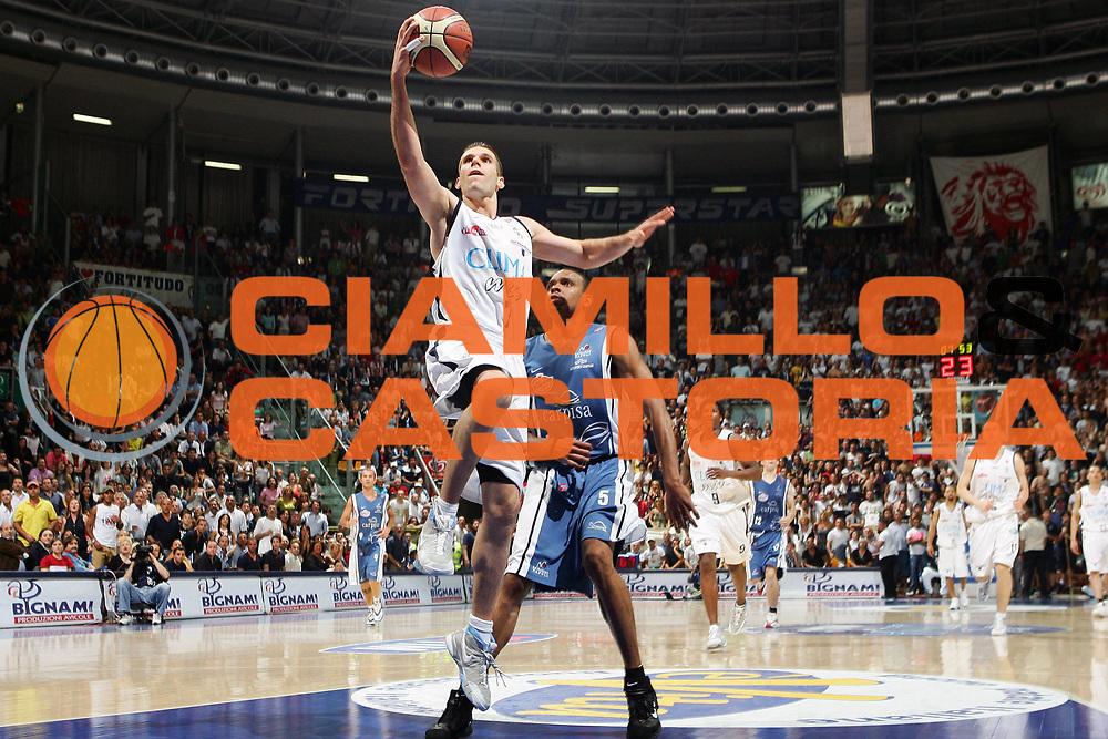 DESCRIZIONE : Bologna Lega A1 2005-06 Play Off Semifinale Gara 5 Climamio Fortitudo Bologna Carpisa Napoli <br /> GIOCATORE : Becirovic <br /> SQUADRA : Climamio Fortitudo Bologna <br /> EVENTO : Campionato Lega A1 2005-2006 Play Off Semifinale Gara 5 <br /> GARA : Climamio Fortitudo Bologna Carpisa Napoli <br /> DATA : 11/06/2006 <br /> CATEGORIA : Tiro <br /> SPORT : Pallacanestro <br /> AUTORE : Agenzia Ciamillo-Castoria/S.Silvestri <br /> Galleria : Lega Basket A1 2005-2006 <br /> Fotonotizia : Bologna Campionato Italiano Lega A1 2005-2006 Play Off Semifinale Gara 5 Climamio Fortitudo Bologna Carpisa Napoli <br /> Predefinita :