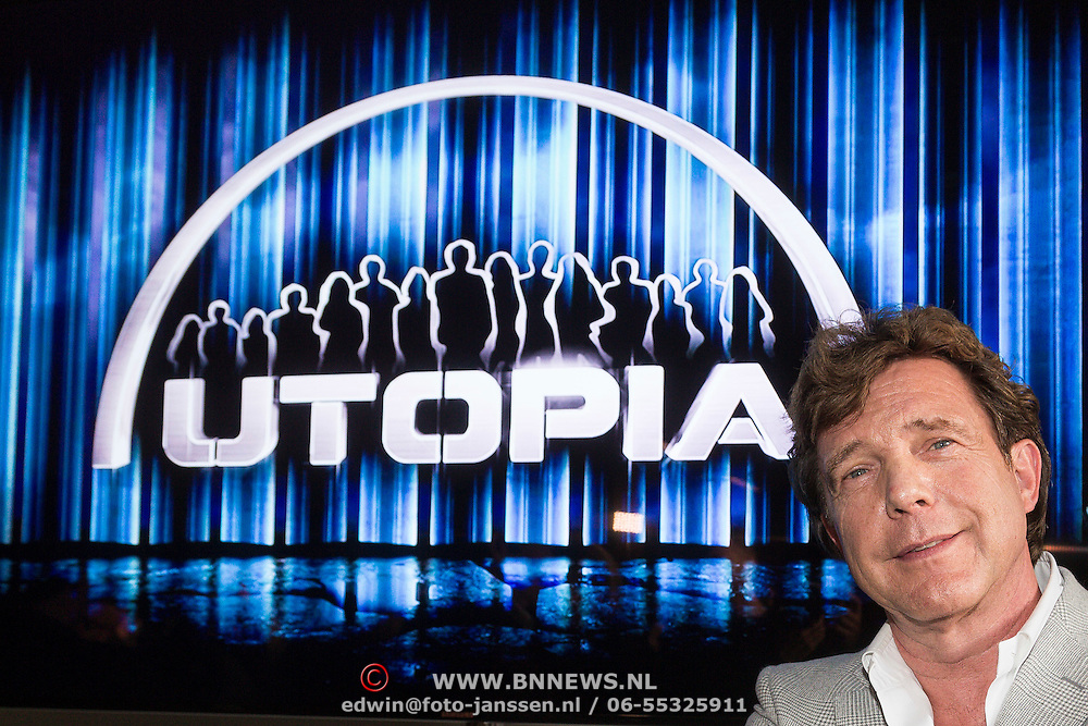 NLD/Bussum/20131219 - Perspresentatie nieuwe real life soap Utopia, John de Mol bij Utopia logo