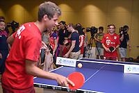 FUSSBALL     1. BUNDESLIGA     SAISON  2015/2016 Audi Football Summer Tour China 2015 FC Bayern Muenchen   18.07.2015 Tag 2; Philipp Lahm (re) und Thomas Mueller spielen Tischtennis bei einem Event des Sports.qq.com