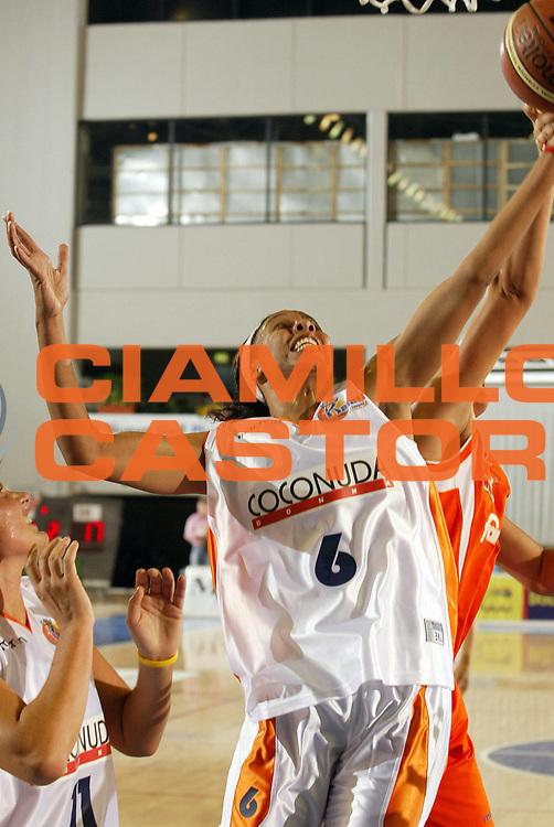 DESCRIZIONE : Taranto Campionato Italiano Donne A1 2005-2006 Coconuda Maddaloni-Famila Schio <br /> GIOCATORE : Pierson<br /> SQUADRA : Cococnuda Maddaloni<br /> EVENTO : Campionato Italiano Donne A1 2005-2006<br /> GARA : Coconuda Maddaloni Famila Schio<br /> DATA : 01/10/2005 <br /> CATEGORIA :<br /> SPORT : Pallacanestro <br /> AUTORE : Agenzia Ciamillo-Castoria
