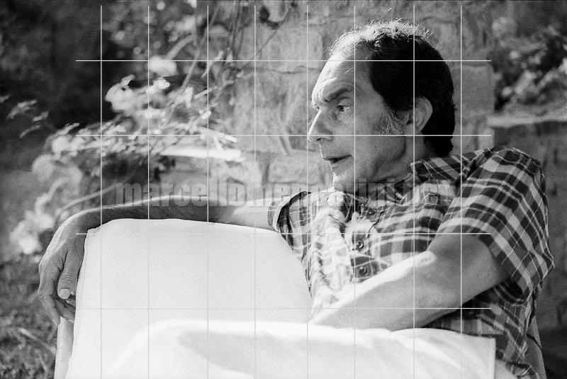Roccamare, hamlet of Castiglione della Pescaia (Grosseto), 1979. Italian writer Italo Calvino in the garden of his home / Roccamare, frazione di Castiglione della Pescaia (Grosseto). Lo scrittore Italo Calvino nel giardino della sua casa - © Marcello Mencarini
