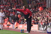 Fotball, Liverpool's assistant Phil Thompson directs the players during the second half with manager GŽrard Houllier taken to hospital.  (Foto: Digitalsport).