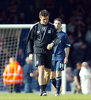 Photo: Chris Ratcliffe.<br />Southend United v Doncaster Rovers. Coca Cola League 1. 22/04/2006.<br />Steve Tillson, manager of Southend checks how much time Southen have left and also he competes in the London marathon tomorrow.
