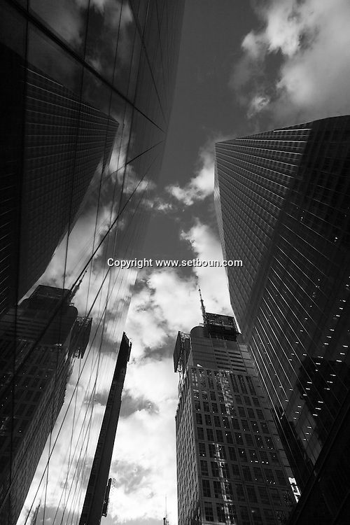 New York . bank of america tower on 42nd street in times sqaure  New York - United states/ banque of america buiding  New York - Etats-unis