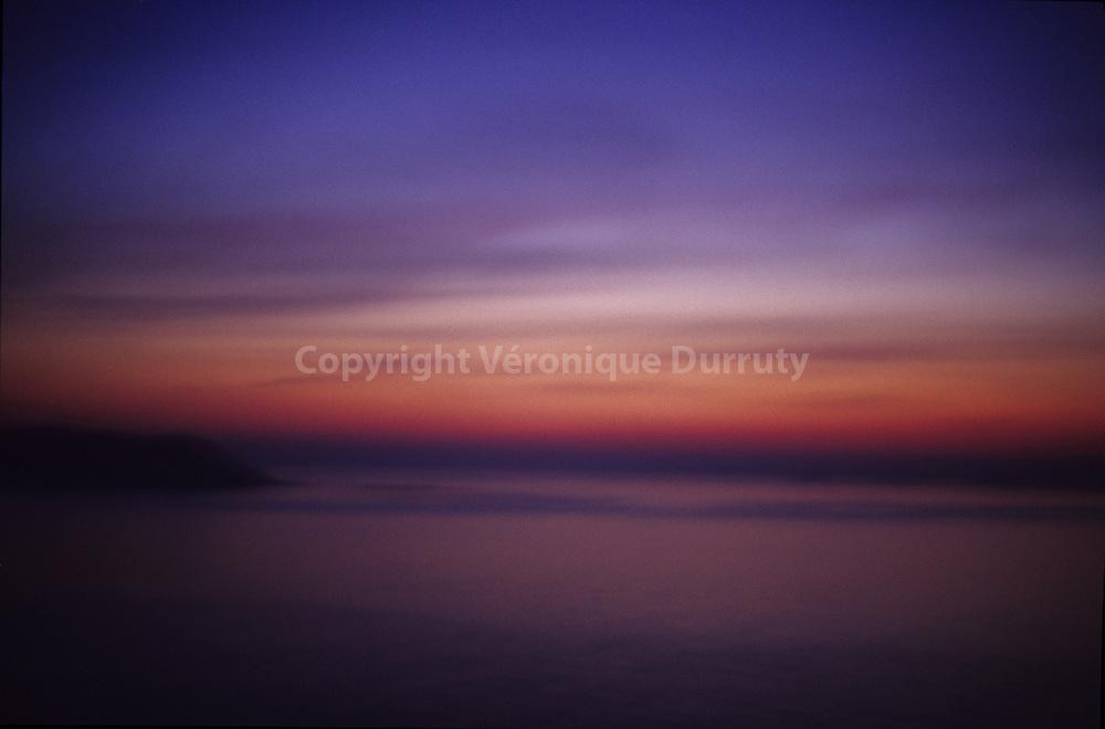 lever de soleil sur l'ile de TOME. vue de PERROS-GUIREC, Bretagne,  FRANCE