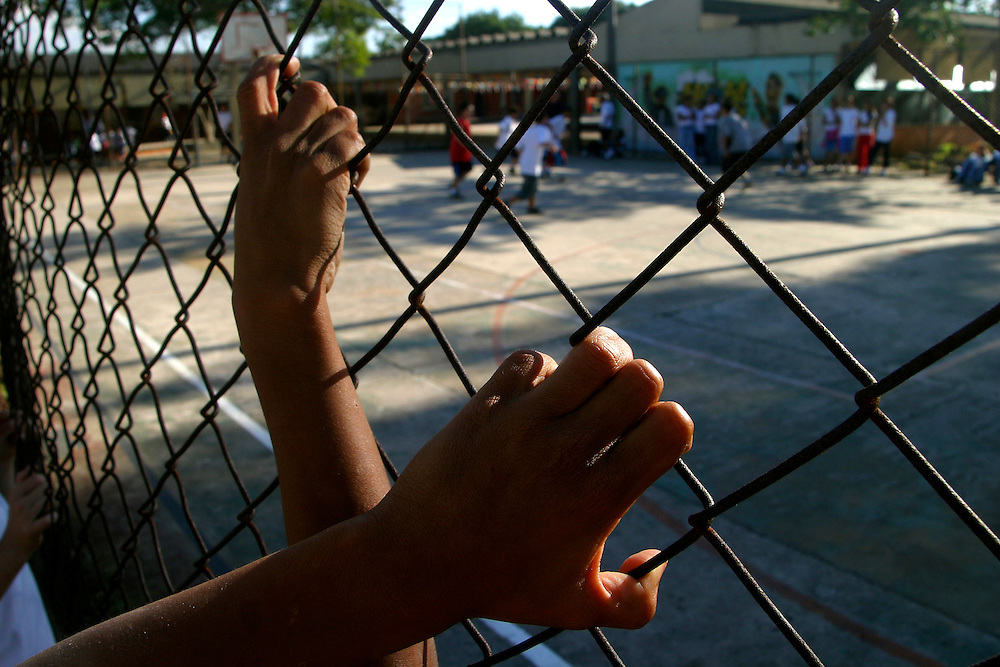 Sao Paulo_SP, Brasil...Criancas brincando no patio da escola.  Escola Estadual Brigadeiro Gaviao Peixoto...Children playing next to a graffiti in the school courtyard. Brigadeiro Gaviao Peixoto State School ...Foto: LEO DRUMOND / NITRO