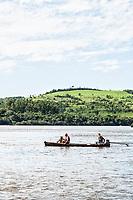 Barco com pescadores no Rio Uruguai. São Carlos, Santa Catarina, Brasil. / Boat with fishermen on Uruguai River. Sao Carlos, Santa Catarina, Brazil.