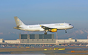 Vueling Airlines, Airbus A320-214 landing