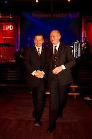 """03.12.1998, Deutschland/Bonn:<br /> Gerhard Schröder, SPD, Bundeskanzler, und Peter Struck, SPD Fraktionsvorsitzender, nach Schröders Rede, Festveranstaltung der SPD Bundestagsfraktion """"Regieren macht Spaß"""", Stadthalle, Bonn-Bad Godesberg<br /> IMAGE: 19981203-02/02-27<br />  <br />           <br /> KEYWORDS: Gerhard Schroeder"""