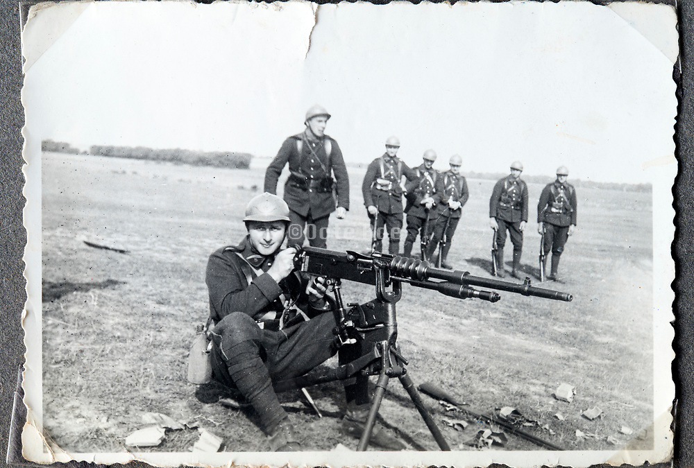 Franch soldiers training with the Hotchkiss Mle 1914 machine gun ca 1920s