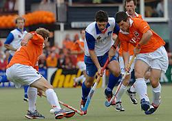 05-06-2005 HOCKEY: FINALE PLAYOFFS: BLOEMENDAAL-ORANJE ZWART: BLOEMENDAAL<br /> De hockeyers van Oranje Zwart zijn voor het eerst in hun bestaan landskampioen geworden. De Eindhovense club klopte Bloemendaal in het beslissende play-off-duel met 3-1 / <br /> Troy Elder en Steven van Wijk<br /> ©2005-WWW.FOTOHOOGENDOORN.NL