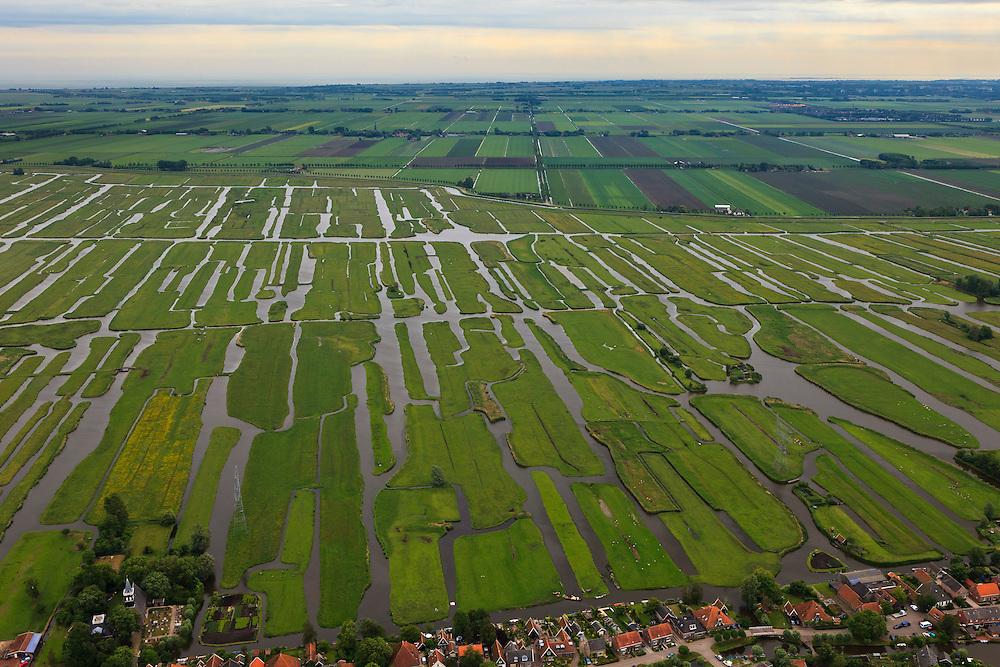 Nederland, Noord-Holland, Gemeente Schermer, 22-05-2011; Grootschermer en Eilandspolder, polder met laagveen, voormalig veeneiland tussen de toenmalige meren Schermer en Beemster. De polder Beemster, op het tweede plan, kent een strakke verkaveling (geometrische raster), dit in tegenstelling tot het grillige landschap van de Eilandspolder, wat ontstaan is door drainage en vervening (winnen van turf). IJsselmeer aan de horizon.De Eilandspolder is in gebruik als weide- en hooiland en is beschermd natuurgebied voor water- en weidevogels. Irregular pattern of drainage ditches in typical Dutch peatland polder in the foreground. Contrasts with the geometrical well-ordered polder Beemster in the background which consists of reclaimed land.luchtfoto (toeslag); aerial photo (additional fee required); .foto Siebe Swart / photo Siebe Swart