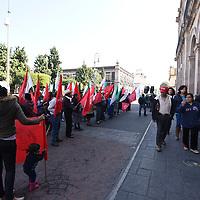 Toluca, México (Noviembre 29, 2016).- Integrantes del Movimiento Antorchista se manifestaron frente al Palacio Municipal de Toluca exigiendo se les dote de los servicios básicos en sus comunidades.  Agencia MVT / Crisanta Espinosa