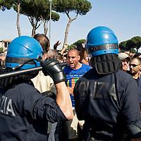 Manifestazione per la casa caricata dalla polizia