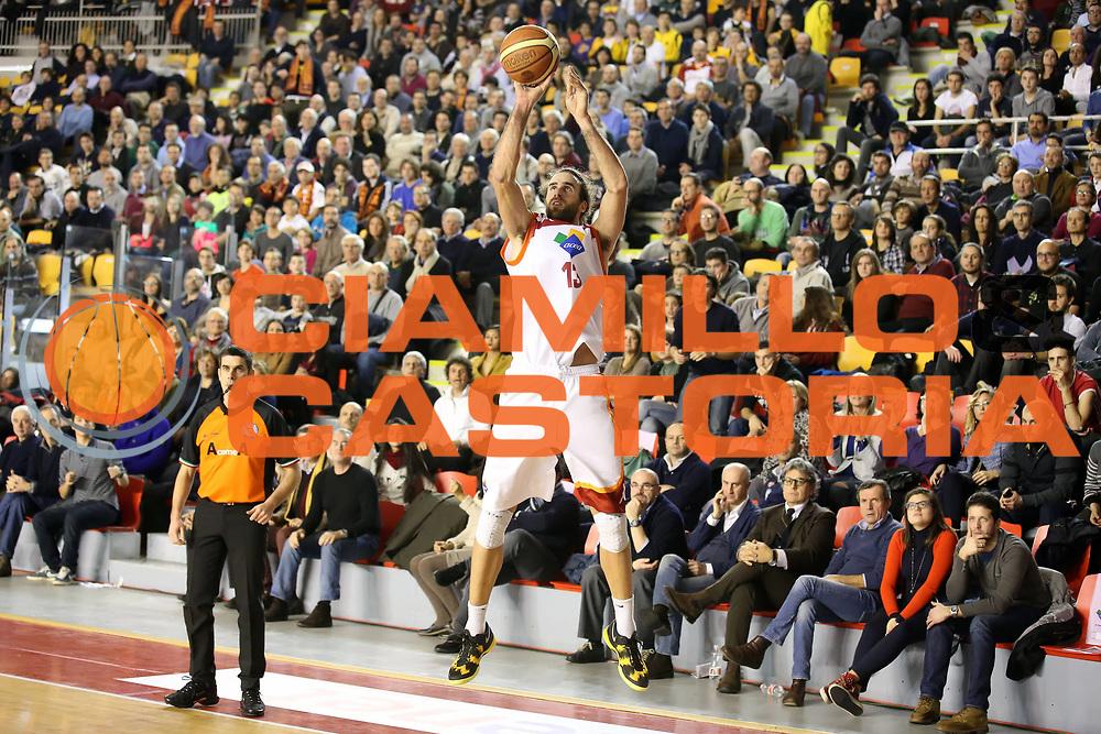 DESCRIZIONE : Roma Lega A 2012-13 Acea Virtus Roma Scavolini Banca Marche Pesaro<br /> GIOCATORE : Luigi Datome<br /> CATEGORIA : tiro<br /> SQUADRA :  Acea Virtus Roma<br /> EVENTO : Campionato Lega A 2012-2013 <br /> GARA : Acea Virtus Scavolini Banca Marche Pesaro<br /> DATA : 20/01/2013<br /> SPORT : Pallacanestro <br /> AUTORE : Agenzia Ciamillo-Castoria/ElioCastoria<br /> Galleria : Lega Basket A 2012-2013  <br /> Fotonotizia : Roma Lega A 2012-13 Acea Virtus Roma Scavolini Banca Marche Pesaro<br /> Predefinita :