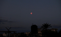 "28.09.2015, Dair Al Balah, PSE, Supermond, Mondfinsternis und Blutmond, im Bild Naturschauspiel - Supermond, Blutmond und Mondfinsternis in einer Nacht. // A supermoon is pictured at the beginning of a total lunar eclipse above Dair Al Balah in the center of Gaza strip, September 28, 2015. Sky-watchers around the world are in for a treat Sunday night and Monday when the shadow of Earth casts a reddish glow on the moon, the result of rare combination of an eclipse with the closest full moon of the year. The total ""supermoon"" lunar eclipse, also known as a ""blood moon"" is one that appears bigger and brighter than usual as it reaches the point in its orbit that is closest to Earth, Palestine on 2015/09/28. EXPA Pictures © 2015, PhotoCredit: EXPA/ APAimages/ Ashraf Amra<br /> <br /> *****ATTENTION - for AUT, GER, SUI, ITA, POL, CRO, SRB only*****"
