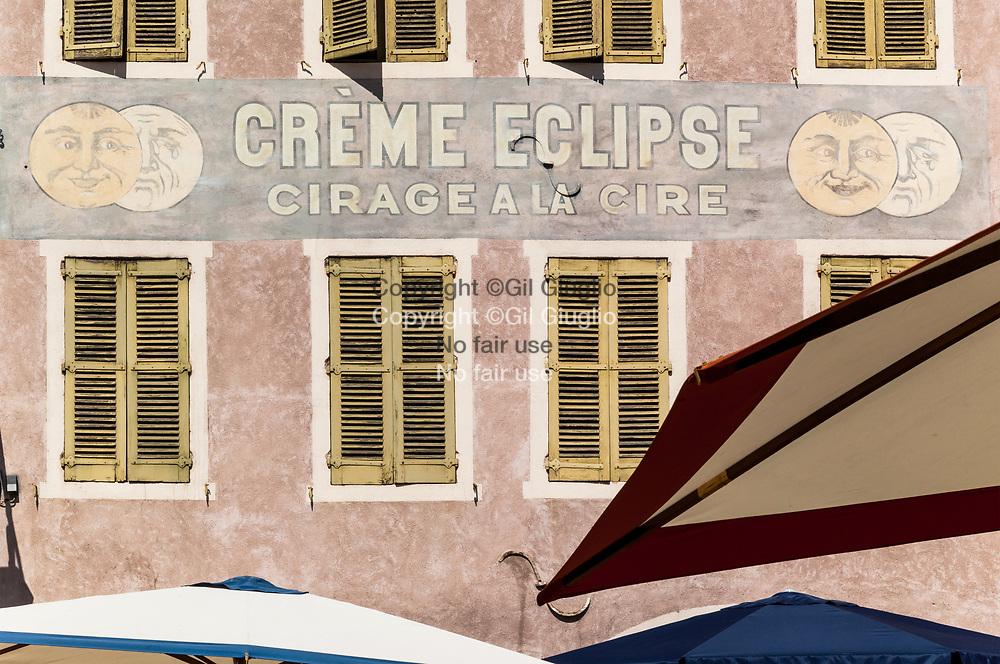 France, Auvergne-Rhône-Alpes, Drôme (26), Montélimar, centre-ville // France, region of Auvergne Rhone Alpes, department of Drome; Montelimar downtown