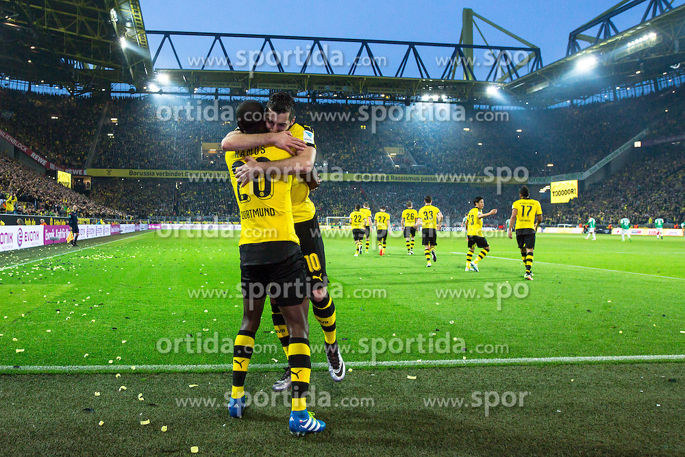 02.04.2016, Signal Iduna Park, Dortmund, GER, 1. FBL, Borussia Dortmund vs SV Werder Bremen, 28. Runde, im Bild Adrian Ramos (Borussia Dortmund #20) beim Torjubel nach dem Treffer zum 3:2 mit Henrikh &quot;Micki&quot; Mkhihtaryan (Borussia Dortmund #10) // during the German Bundesliga 28th round match between Borussia Dortmund and SV Werder Bremen at the Signal Iduna Park in Dortmund, Germany on 2016/04/02. EXPA Pictures &copy; 2016, PhotoCredit: EXPA/ Eibner-Pressefoto/ Sch&uuml;ler<br /> <br /> *****ATTENTION - OUT of GER*****