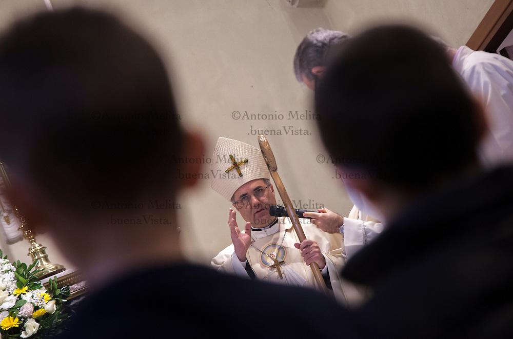 Corrado Lorefice durante la messa domenicale nella parrocchia Madonna di Lourdes a Palermo.