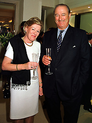 The EARL & COUNTESS CADOGAN at a party in London on 21st September 1999.MWO 5